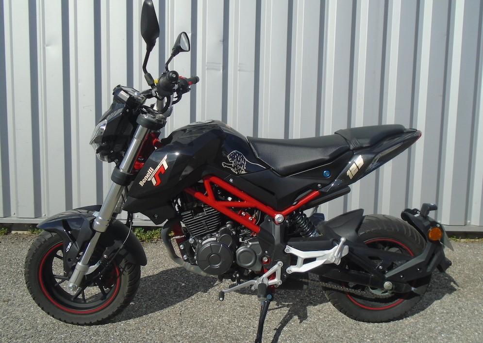Location moto Valence Benelli 125 Tornado 1