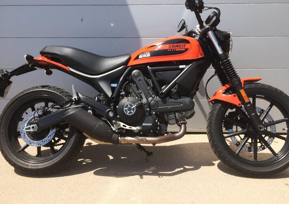 Location moto La Rochelle Ducati 400 Scrambler 3