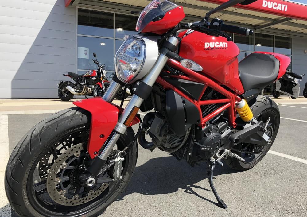 Location moto La Rochelle Ducati Monster 1