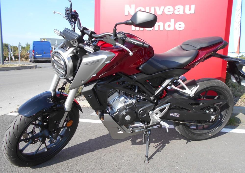 Location moto La Rochelle Honda CB 125 R 6