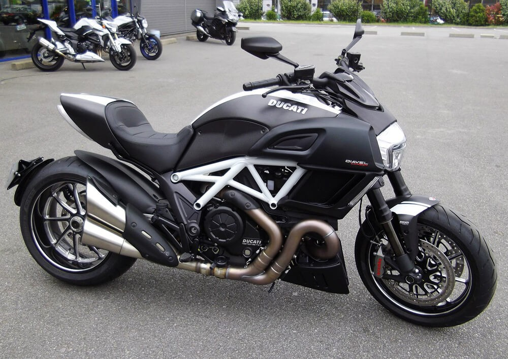 location moto laval ducati diavel easy renter. Black Bedroom Furniture Sets. Home Design Ideas