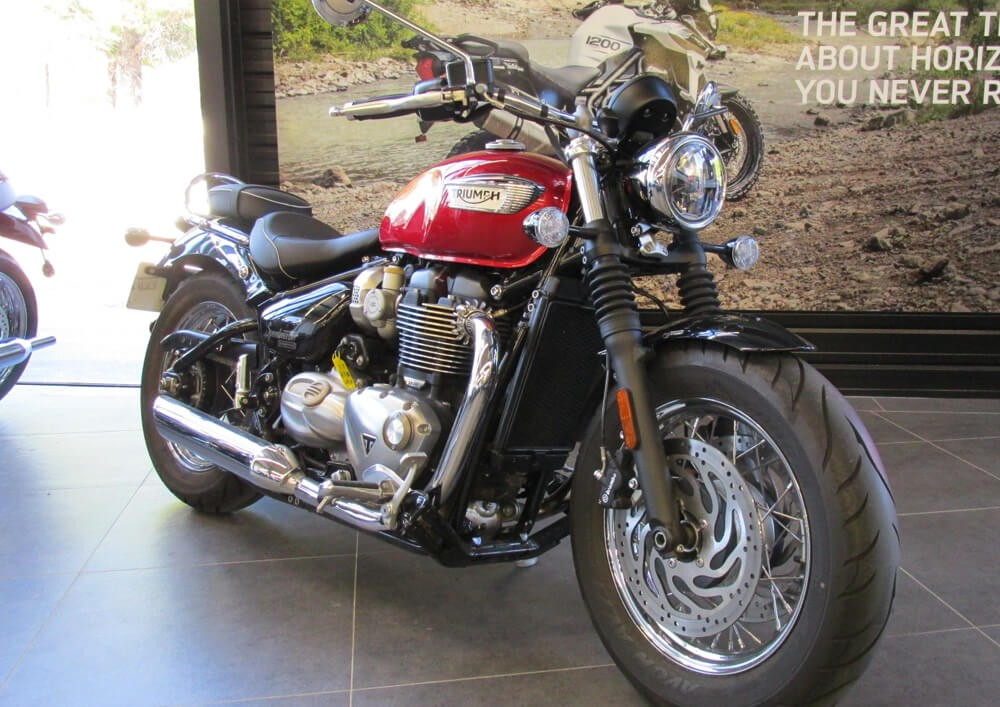 Location moto Montpellier Triumph Speedmaster 1200 4