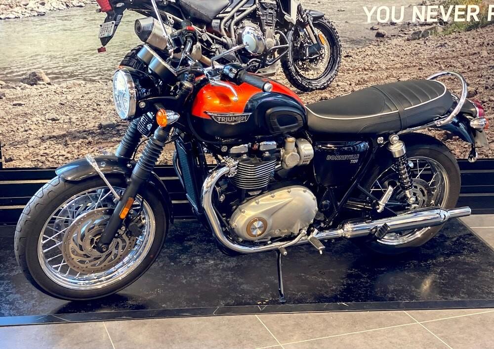 location moto Montpellier Triumph Bonneville T120 10466