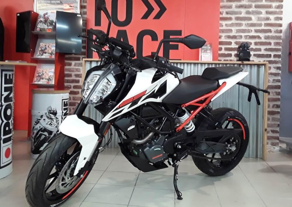 Location moto Les Sables-d'Olonne KTM 125 Duke 2