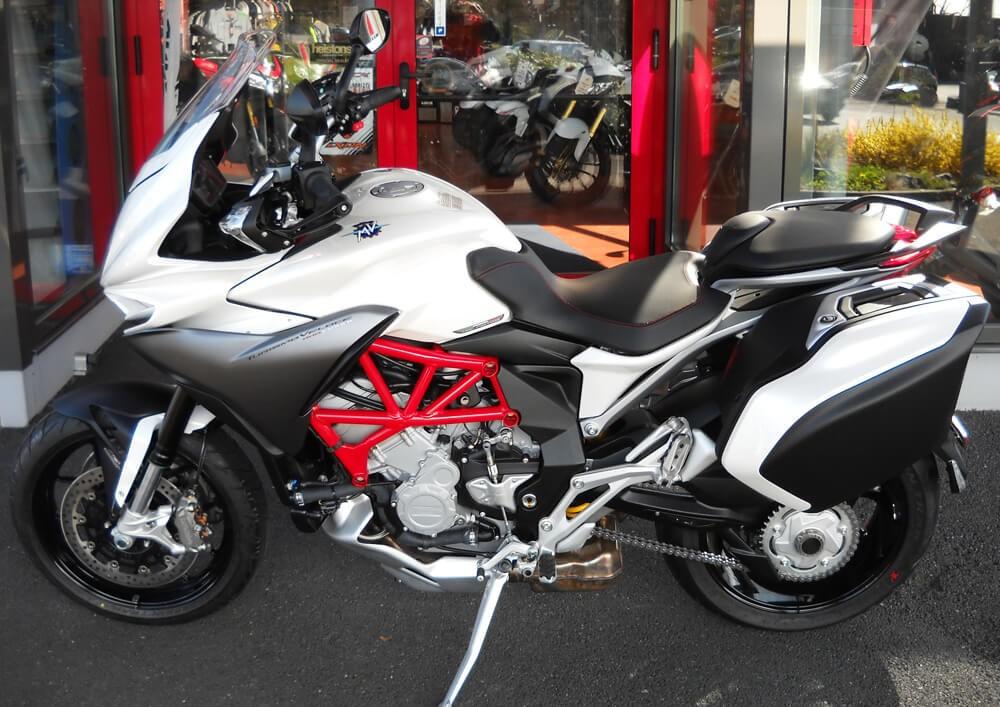 location moto savenay MV Agusta Turismo Veloce Lusso 1