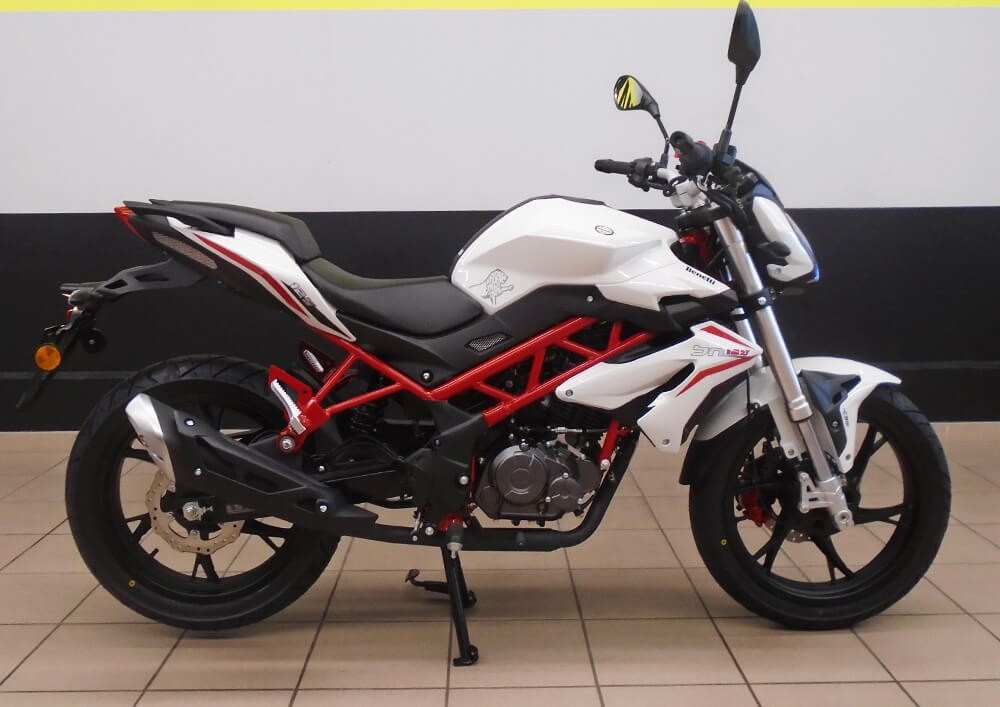 Location moto Valence Benelli BN 125 1