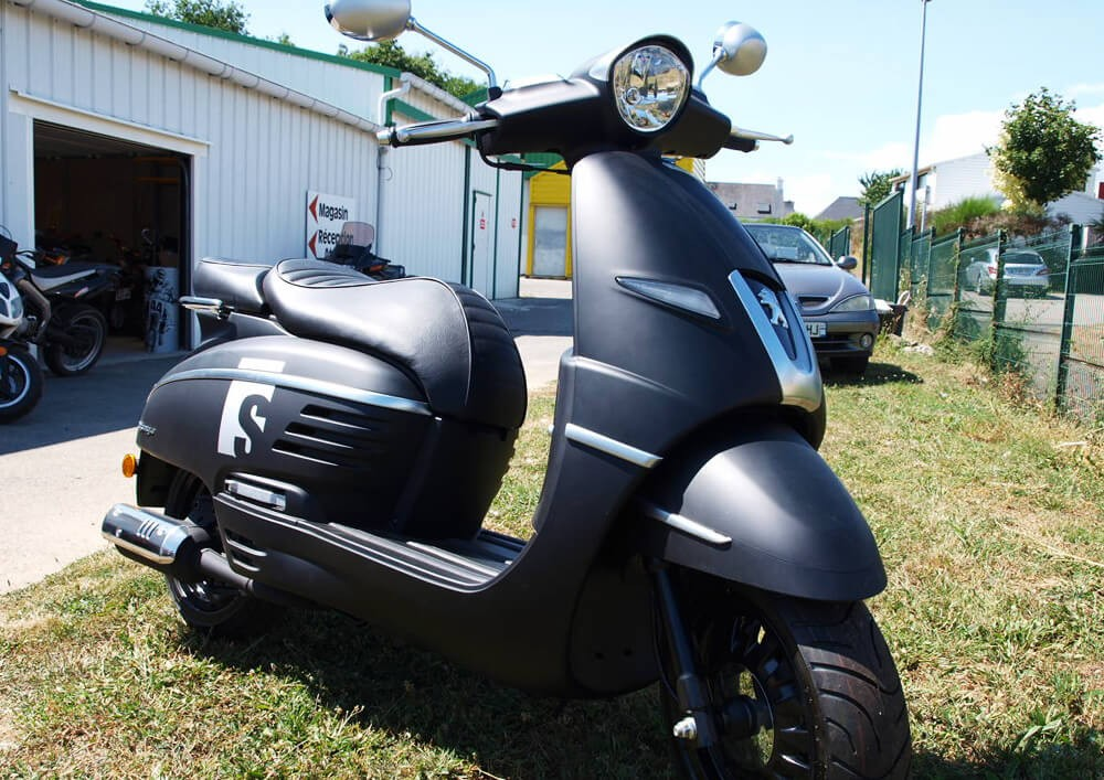 Location scooter Auray peugeot 125 Django 1