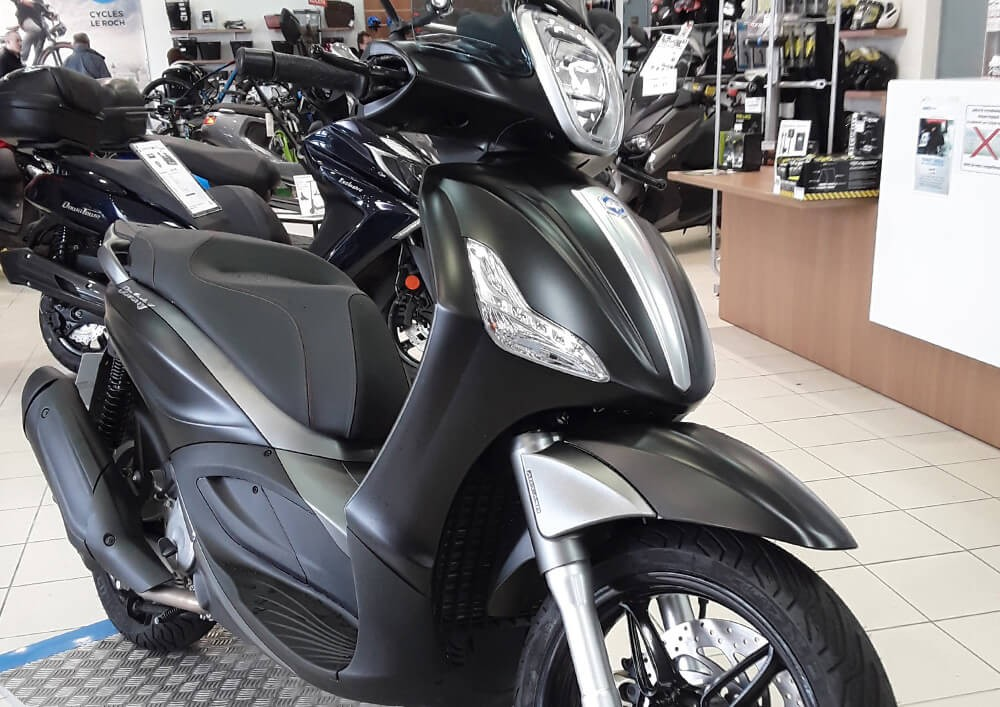 Location scooter Les Sables-d'Olonne piaggio beverly 350 1
