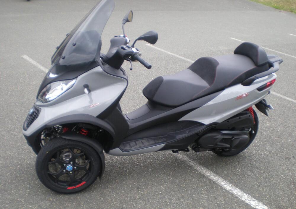 Location scooter Mayenne PIAGGIO MP3 300 2