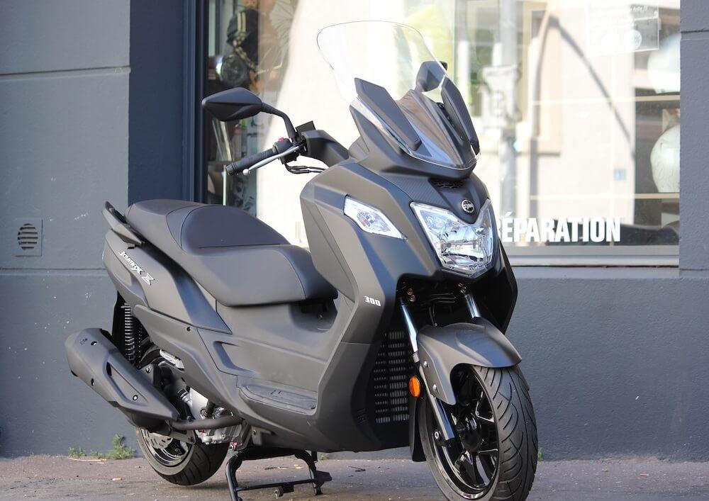 Location scooter Nantes Sym Joymax Z 300 1
