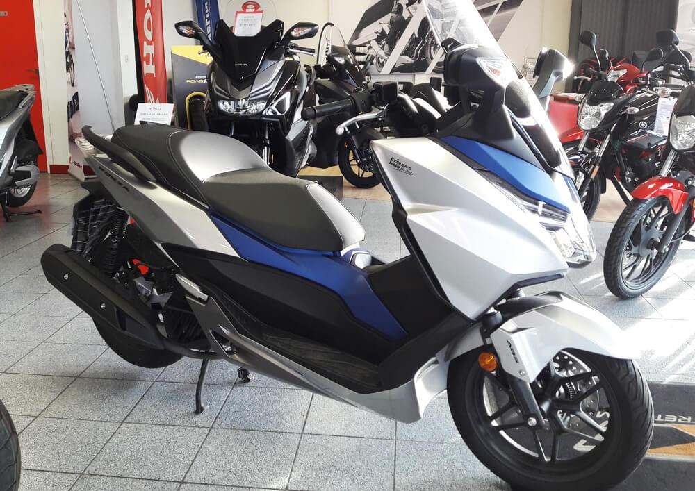 Location scooter Saint Malo Honda 125 Forza 1