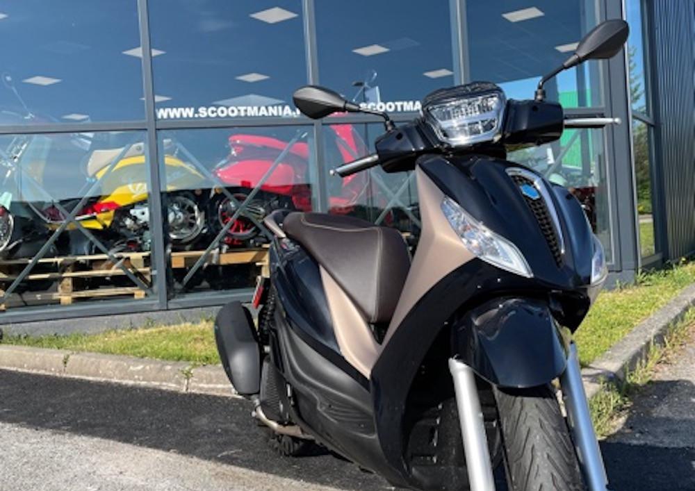 location scooter Nancy Piaggio Medley 125 14913