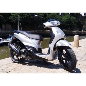 location moto Peugeot 125 Tweet