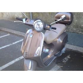 location moto Piaggio 125 Vespa Marron