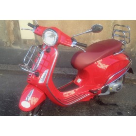 location moto Piaggio 125 Vespa Rouge #1