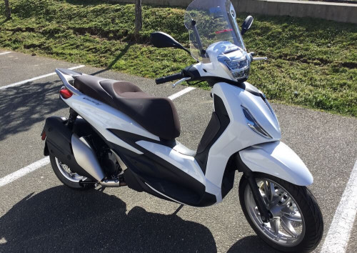 location scooter Mayenne (ville) Piaggio Beverly 400 HPE 13530