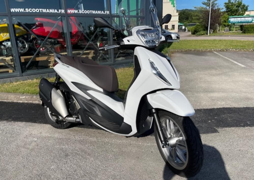 location scooter Nancy Piaggio Beverly 400 HPE 14900
