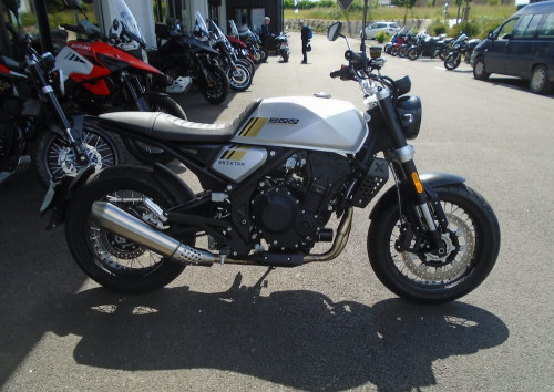 location moto Rodez Brixton Crossfire 500 14785