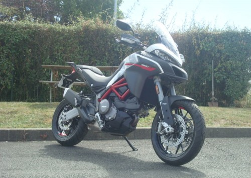 location moto Pau Ducati 400 Scrambler 1