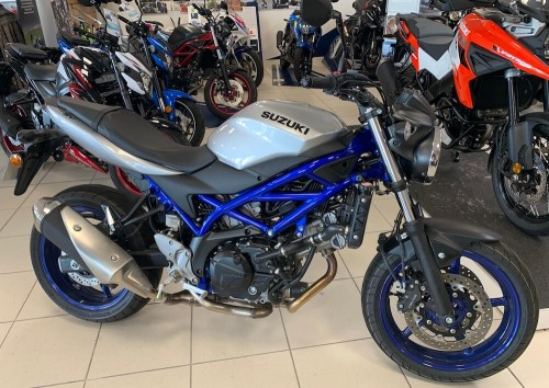 location moto Vannes Suzuki SV 650 10165