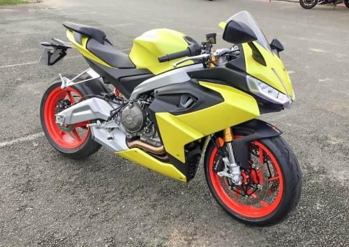 Location moto Mayenne Aprilia TUONO V4 1100 FACTORY MY19 1