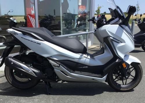 location scooter royan Honda Forza 300