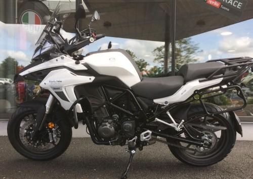 Location moto savenay Benelli TREK 502 4