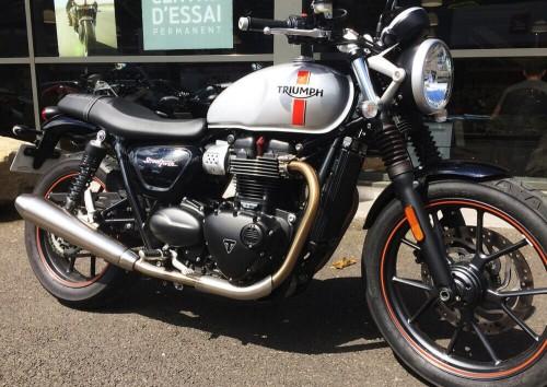 Location moto Nîmes Triumph Street Twin 1