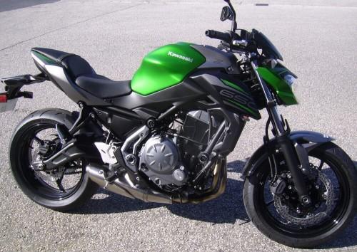 location moto Cherbourg Kawasaski Z650 4