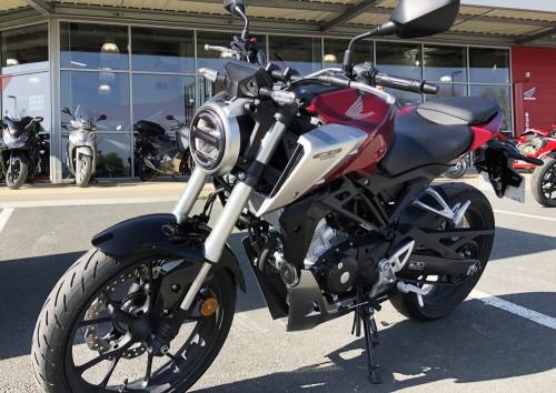 Location moto La Rochelle Honda CB 125 R 1