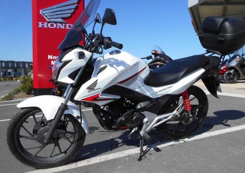 Location moto La Rochelle Honda 125 CB 1