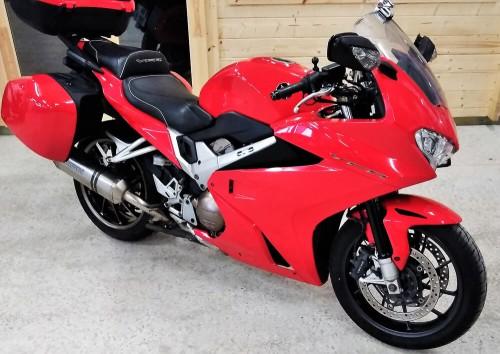 Location moto Le Mans HONDA VFR 800 4