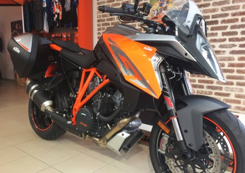Location moto Les Sables-d'Olonne KTM 1290 Super Duke GT 1