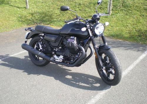 Location moto Mayenne Guzzi V7 III Stone 1