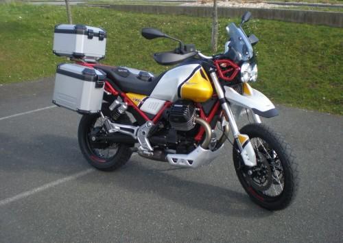 Location moto Mayenne Guzzi V85 TT 1
