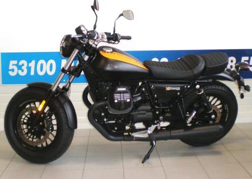 Location moto Mayenne Guzzi V9 2