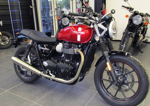 Location moto Montpellier Triumph Street Twin 900