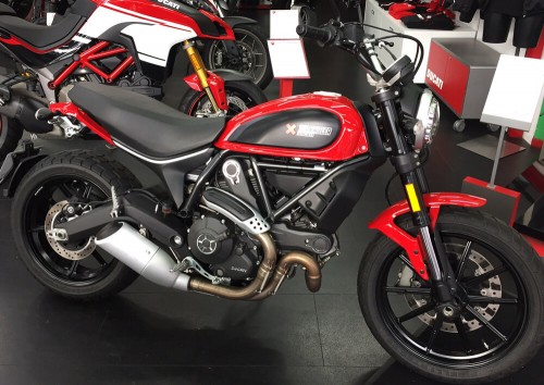 Location moto Ducati Scrambler ICON 800 3
