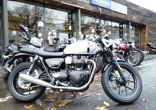 Location moto Rouen Triumph street twin A2