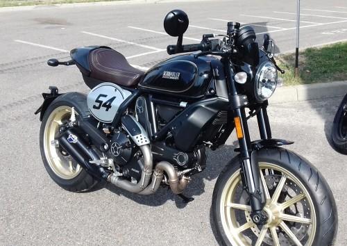 Location moto Saint Etienne Ducati Scrambler 800 cafe racer 1