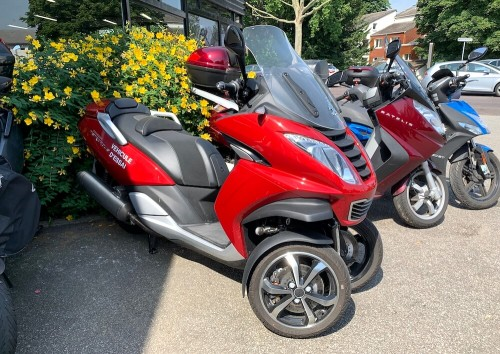 location scooter rouen Peugeot 400 Metropolis 1