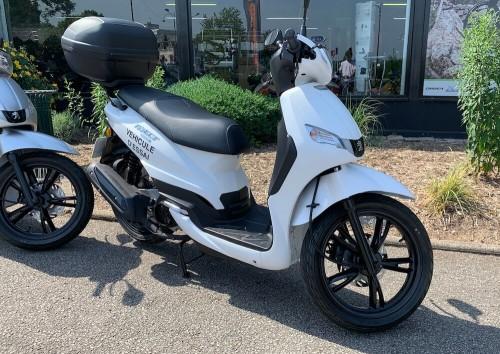 location scooter rouen Peugeot 125 Tweet 1