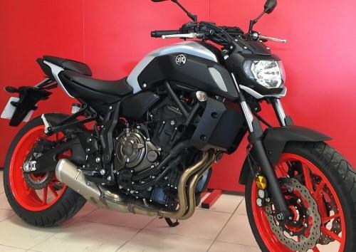 Location moto Vannes Yamaha MT07 ABS A2 4