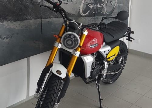 location moto royan Honda CB125R 2