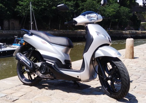 Location scooter Auray peugeot 125 tweet 1