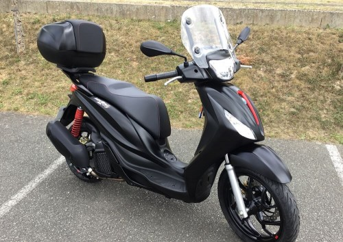 location moto Mayenne (ville) Vespa 125 Medley 10825