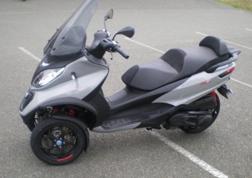 Location scooter Mayenne PIAGGIO MP3 300 2