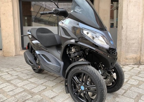 location scooter Nancy Piaggio MP3 300 HPE 1