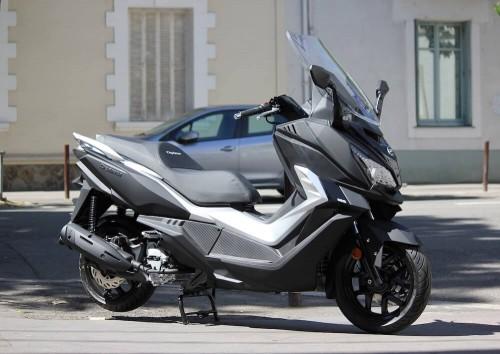 Location scooter Nantes Sym Cruisym 125 1