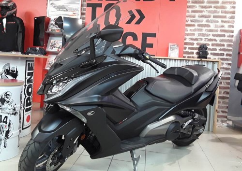 Location scooter Les Sables-d'Olonne Kymco AK 550 2